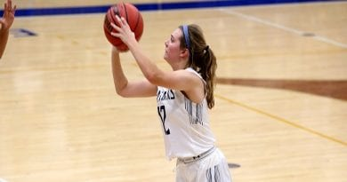 Explosive Third Quarter Propels St. Mary's Women's Basketball to Win