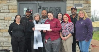 "Applebee's ""Dine to Donate"" raises $1288 for Calvert Hospice"