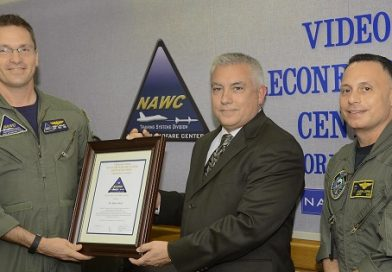 Naval Aviation Training Systems program office members receive NAWCAD Commander's Awards