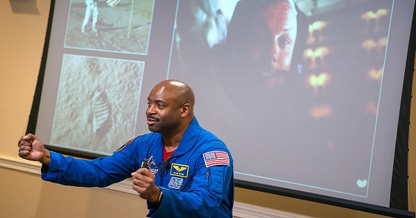 Former-astronaut-and-NFL-player-Leland-Melvin