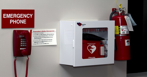 AED_-_Wall_Mounted_with_emergency_phone_Horizontal