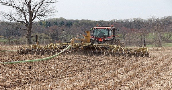 Manure injection passes the smell test as a best management