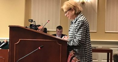 Sen. Klausmeier voices her support for legislation that would allow the use of distracted-driving monitoring systems